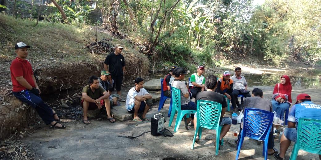 Komunitas Peduli Sungai Bebersih Kali Kedung Pacit