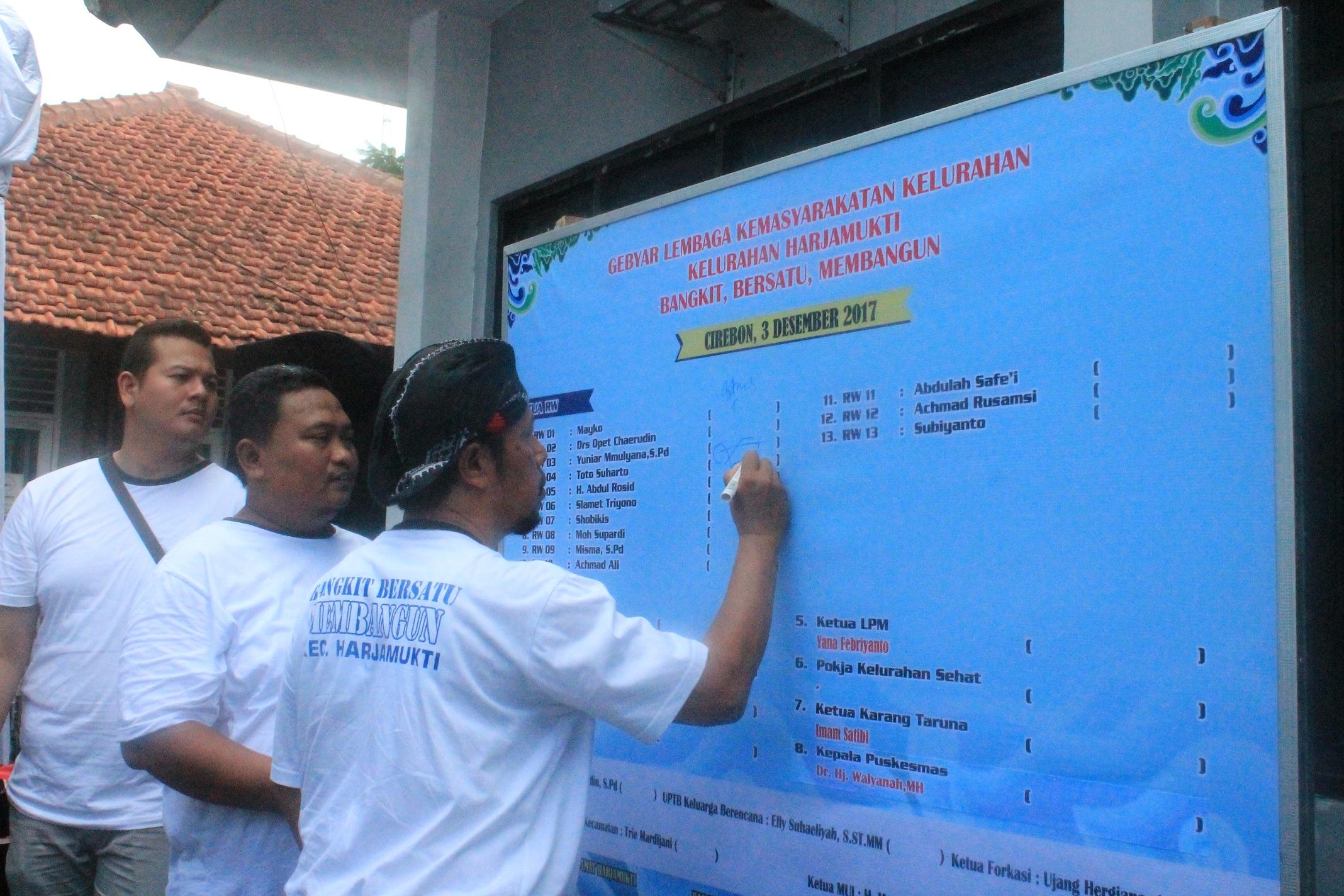 "Komitmen Bersama Dalam Acara Gebyar LKK ""Kecamatan Harjamukti Bangkit Bersatu Membangun"""