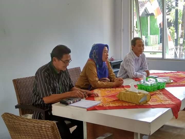 Kasi Pemberdayaan Masyarakat Kec Harjamukti memberikan pembinaan
