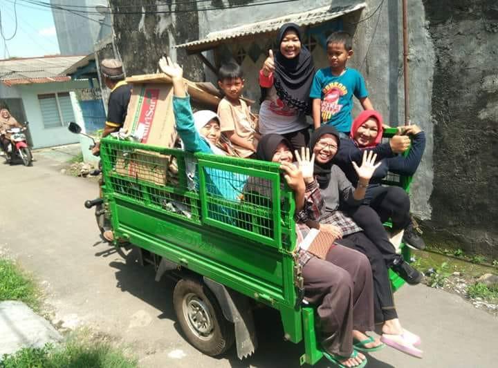 Ibu - ibu RW 08 Merbabu Asih yang tergabung dalam KSM Secerah Pagi