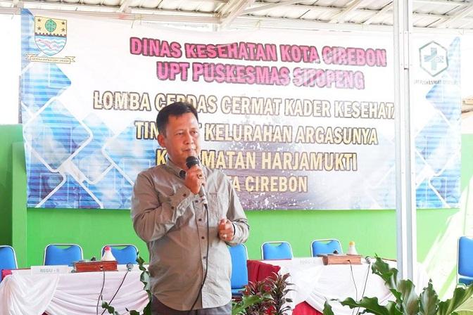 Camat Harjamukti Drs Agus Suherman SH.MH yang  membuka acara cerdas cermat kader Kesehatan se-Kelurahan Argasunya