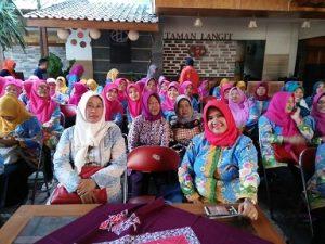 Antusias TP PKK Kecamatan Harjamukti selama mengikuti kegiatan