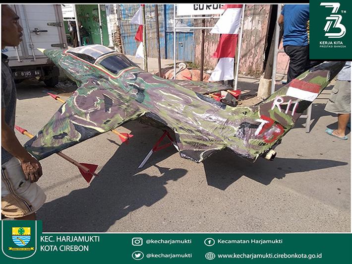Miniatur pesawat tempur karya pemuda RW 11 Curug Kelurahan Harjamukti