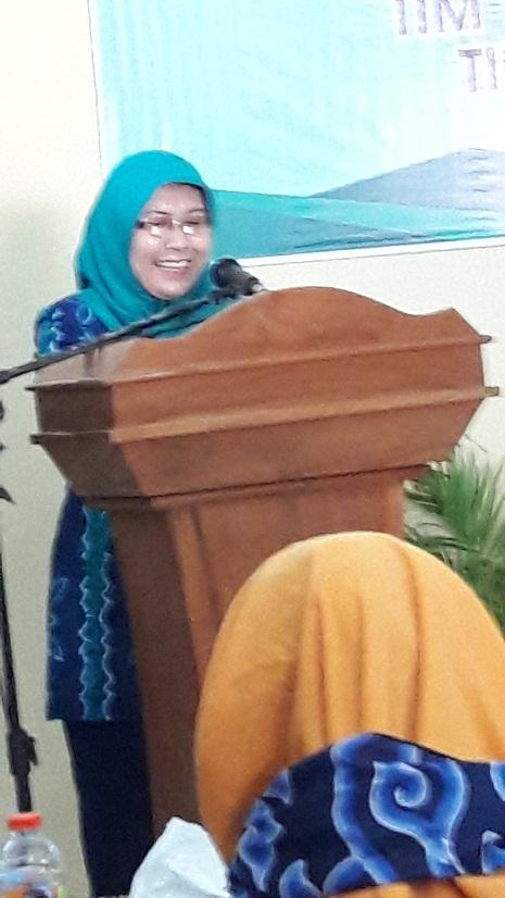Kepala DPPKB Dra. Deane Dewi Ratih MM