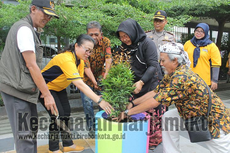 Forkopimcam Gelar Apel Bersama Tiga Pilar Dalam Rangka Terwujudnya Lingkungan Asri, Bersih dan Tertib Untuk Kota Cirebon