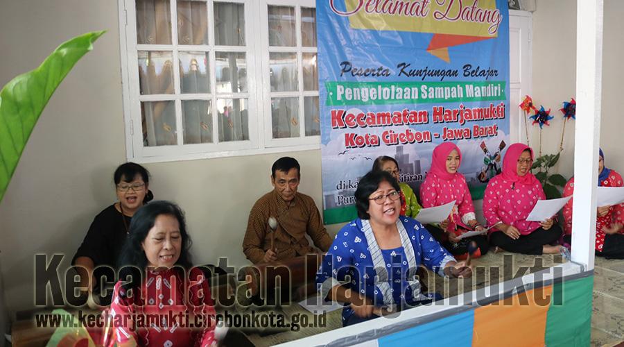 Kegiatan Pembinaan LKK, Kecamatan Harjamukti Kunjungan Ke Kampung Kitiran Yosoroto Surakarta