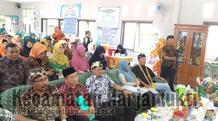 Kasi Pemberdayaan Masyarakat Pimpin Briefing Pagi di Kecamatan Harjamukti