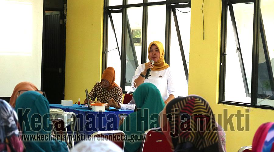 Hari Pertama Sekolah, Camat Harjamukti Jadi Pembina Upacara di SMPN 7 Kota Cirebon