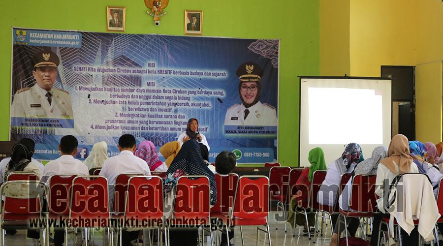 Kasi Tata Pemerintahan Pimpin Briefing Kamis Pagi di Aula Kecamatan Harjamukti