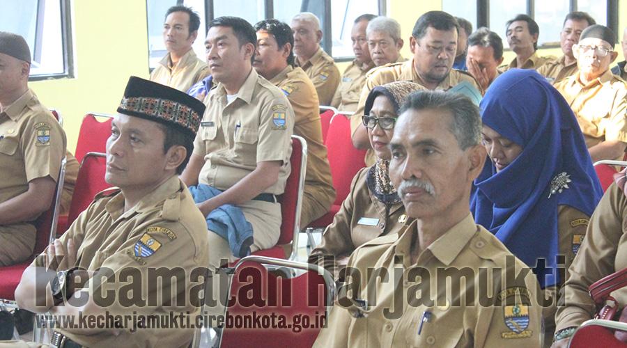 Briefing Kamis Pagi Yang Dipimpin Oleh Kasi Trantibum Rakiwa S,Sos.