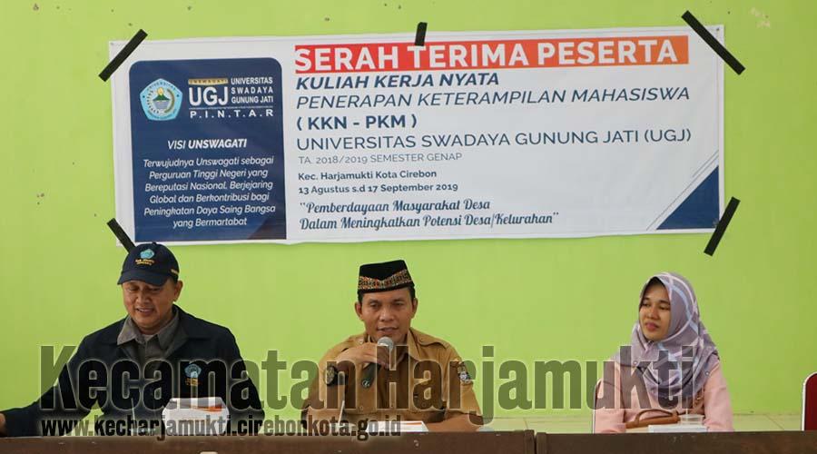 Serah Terima Peserta KKN-PKM Universitas Swadaya Gunung Jati di Aula Kecamatan Harjamukti