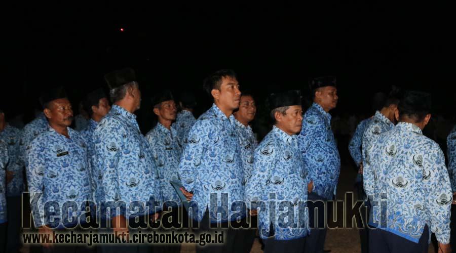 Pegawai Kecamatan dan Kelurahan Se Kecamatan Harjamukti Mengikuti Upacara Taptu dan Renungan Suci Dalam Rangakaian Dirgahayu Republik Indonesia Ke-74