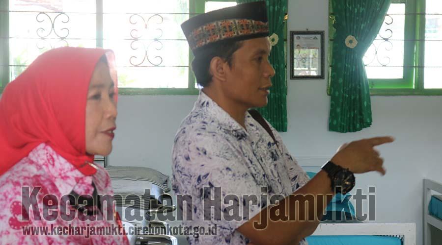 Ketua TP UKS Monitoring SMPN 7 Kota Cirebon Persiapan Lomba TP UKS Jawa Barat