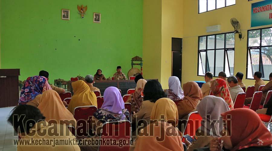 Ustadz Mustofa Mengajak Pegawai se-Kecamatan Harjamukti Untuk Tingkatkan Iman dan Taqwa