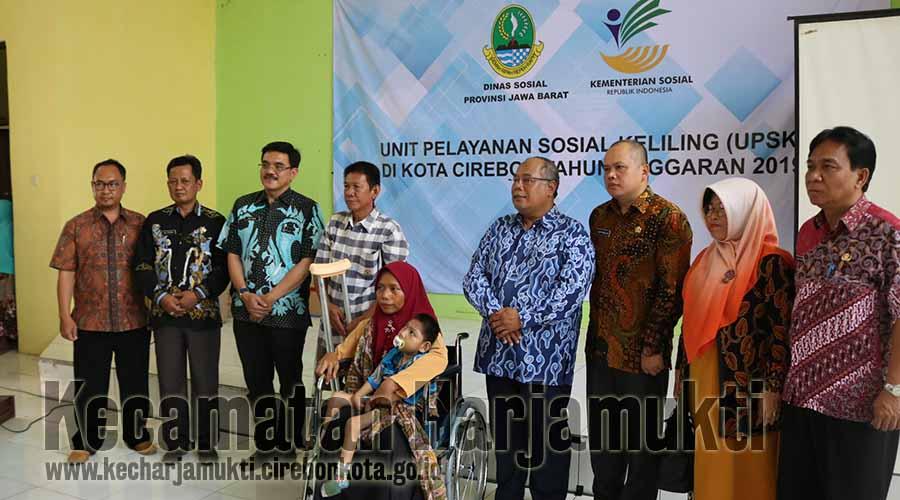 Kadinsos Provinsi Jawa Barat Membuka UPSK di Kecamatan Harjamukti, Kota Cirebon