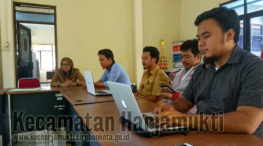 Wujudkan Peningkatan Pelayanan Berbasis IT, Tim IT se-Kecamatan Harjamukti Evaluasi Kinerja