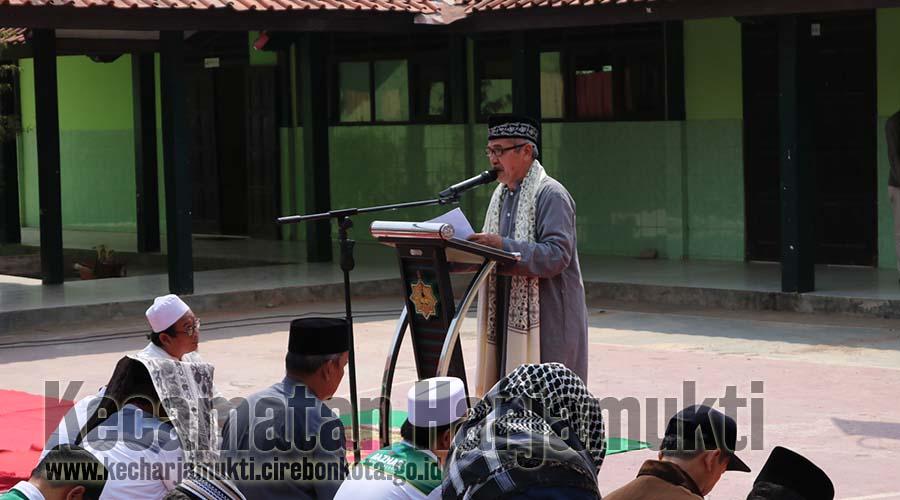 Camat Harjamukti Turut Menghadiri Shalat Istiqa di MTSn 2 Kota Cirebon