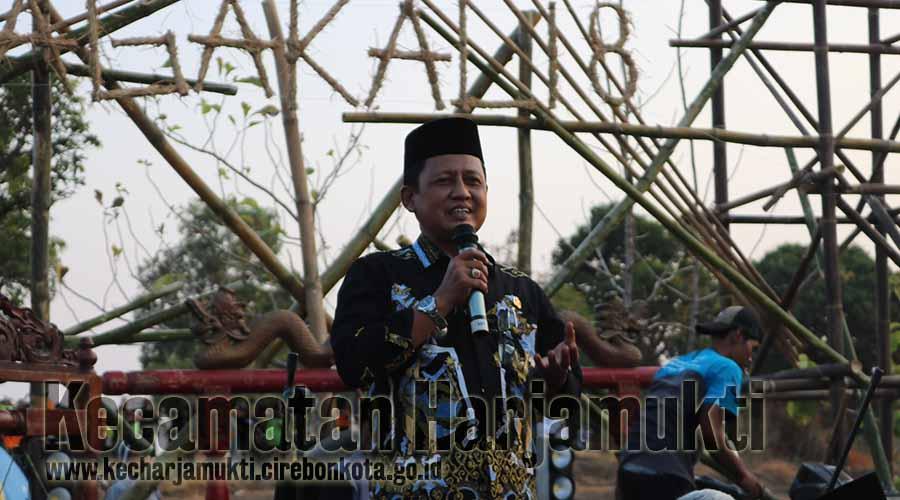 Camat Harjamukti Memberi sambutan dan himbauan kepada masyarakat