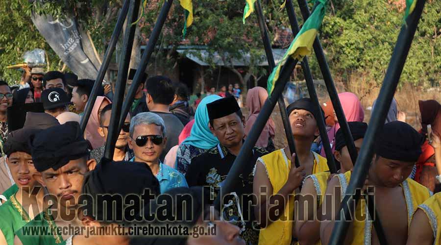 Camat Harjamukti Mengikuti Kirab Budaya