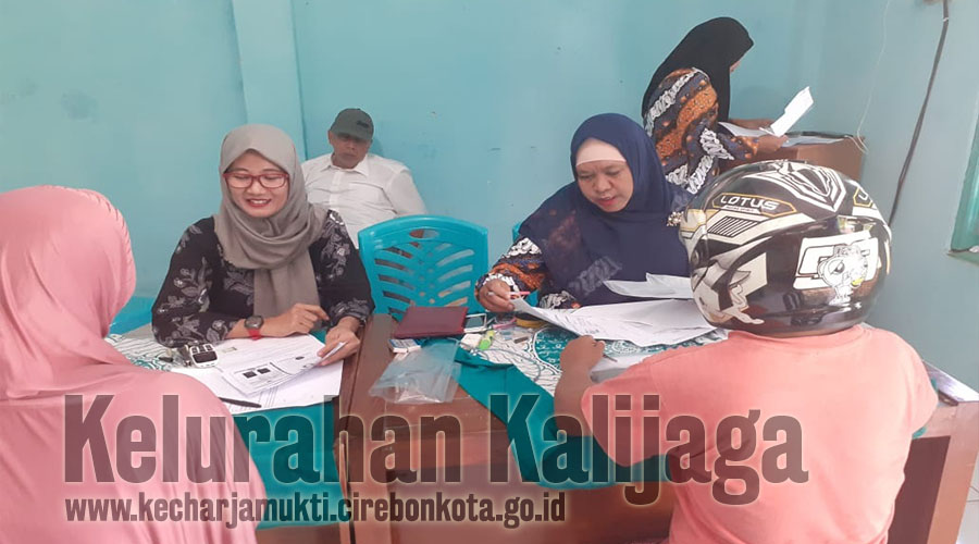 Pelayanan Keliling Disdukcapil Kota Cirebon di Baperkam RW. 002 Pesantren Kelurahan Kalijaga