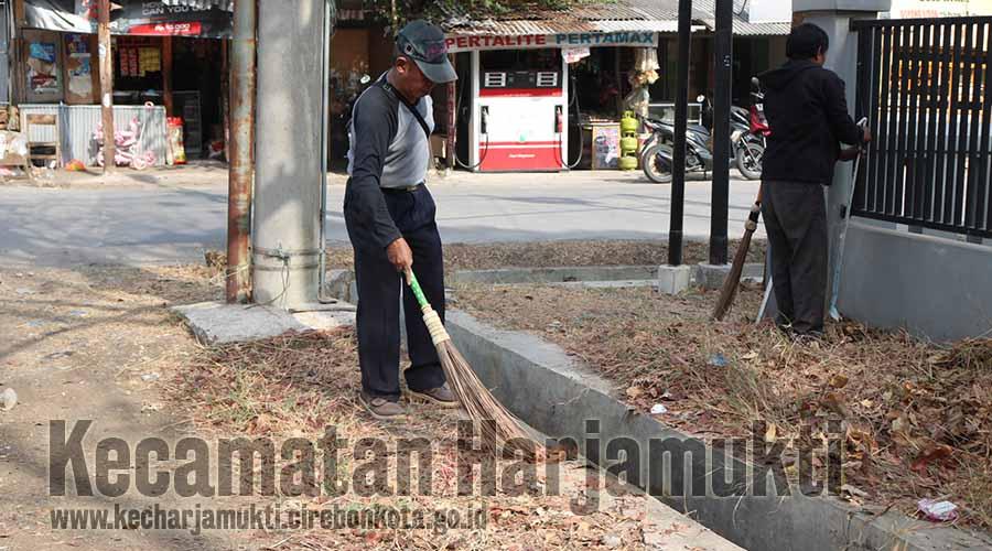 Kecamatan Harjamukti Gelar Bebersih Mendukung Program Cirebon Bersih