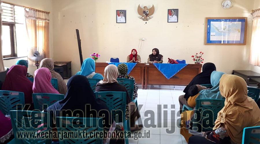 Penyerahan Bantuan Penanganan Daerah Rawan Pangan ( PDRP )  Bagi 32 Kepala Keluarga Di RW. 003 Kalijaga & RW. 004 Tugu Dalam Kelurahan Kalijaga