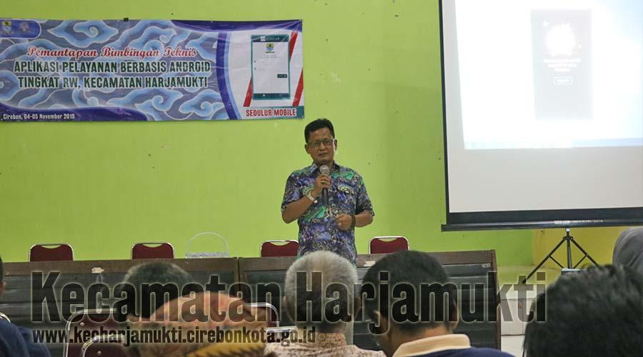 Camat Harjamukti, Drs. Agus Suherman, SH, MH membuka Kegiatan Pemantapan Bimtek