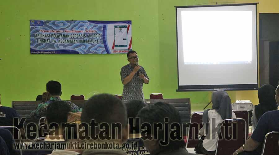 Arif sebagai Koordinator BPS tingkat Kota Cirebon memberikan informasi