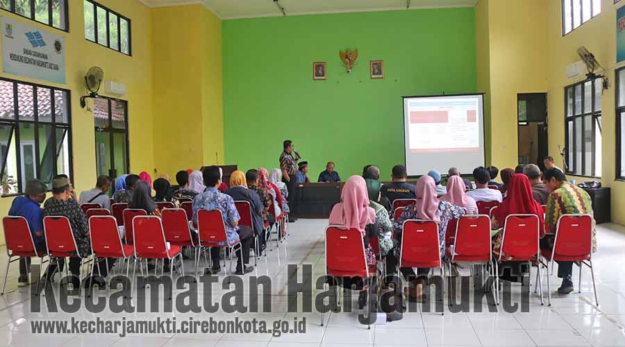 Penyampaian indikator oleh Sekretaris DSP3A, Drs. Tri Helvian Utama, M.M