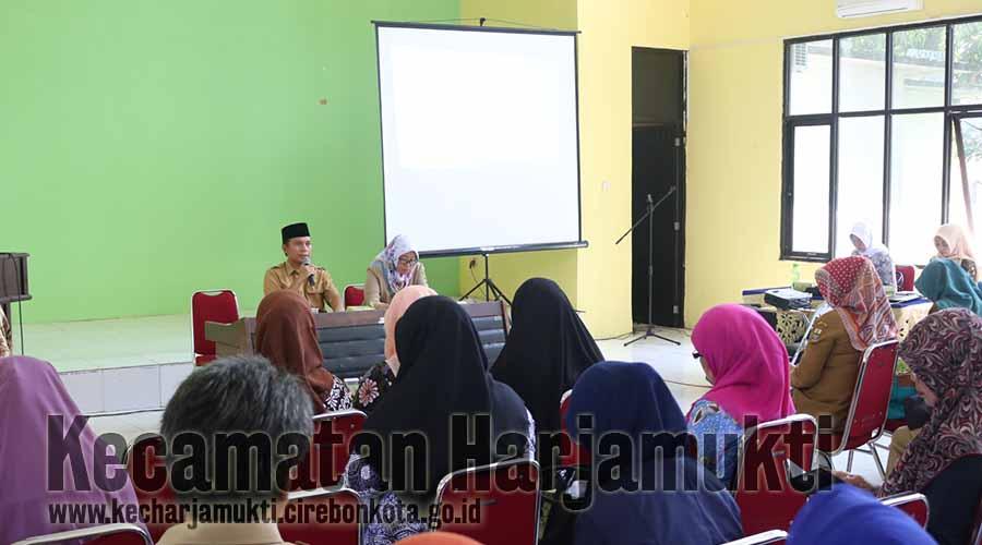 Ketua TP UKS Kecamatan Harjamukti, Ma'mun, SE membuka rakor pokjanal posyandu tingkat Kecamatan Harjamukti