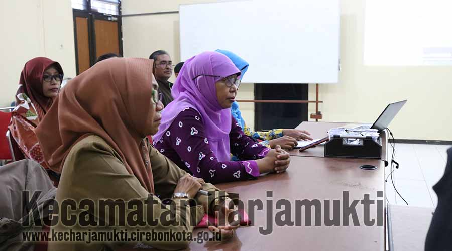 Kepala Seksi se-Kecamatan Harjamukti dan Kader BPS