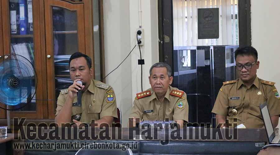 Camat Harjamukti, Rd. Yuki Maulana Hidayat, SSTP membuka sosialisasi